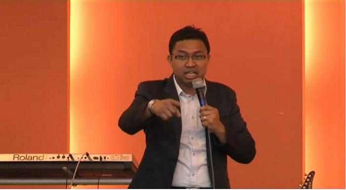 Pastor David Lah hi minung lei hmuhning ahcun a mual a pho ti khawh a si.